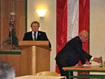"""Der neu gewählte Bürgermeister bedankt sich für dieses Ergebnis in seiner Antrittsrede: """"Ich empfinde es als eine besondere Ehre, bereits zum zweiten Mal zum Bürgermeister der Stadt Neunkirchen gewählt worden zu sein."""""""
