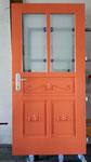 Haustür mit geschnitzten Füllungen