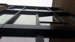 Hausfront, Festverglasung und Fenster