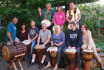 Fête Trommelgruppe Oberursel unter der Leitung von Viktor Badeja (o.l.)