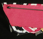 Typ X: Frackschnalle (Zivilanzug). Für diese Schnallenart typisch rosettenförmig schräg vernähte Ordensbänder, welcher über einer ebenfalls schrägen Blechplatte liegen. Die Rückenabdeckung besteht hier aus roten Filzstoff.