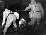 Roma, Giugno 1968 - Manifestante inseguito e pestato da carabinieri e polizia a Campo de Fiori