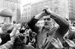 Roma, Marzo 1990 - Vincenzo Muccioli alla manifestazione a Montecitorio delle madri coraggio per dire no alla droga