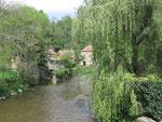 Saint-Céneri-le-Gérei :  Le moulin et la Sarthe.