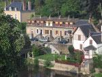 Fresnay-sur-Sarthe  La Sarthe, jardins, maisons et escaliers.