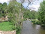 Saint-Céneri-le-Gérei : Le moulin alimenté par la Sarthe.