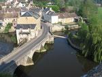 Fresnay-sur-Sarthe : Le pont de Sillé et l'ancien moulin.
