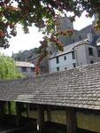 Vitré : Le lavoir du petit Rachapt, la Vilaine et le château.