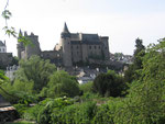 Vitré : Le château domine les faubourgs.