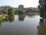 Fresnay-sur-Sarthe : Le vieux moulin et le pont.