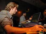 Andres Bosshard, Schweizer Klangmagier während einer zentrifuge Performance
