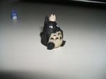 Der Große und das Baby-Totoro auf seinem Kopf