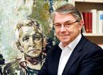 Ulrich Khuon, Intendant, Deutsches Theater, Berlin, vor Porträt-Thomas Langhoff