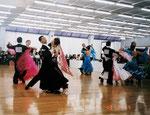 ダンスの競技会、技術を争うエキサイティイングなダンス みなさん完全燃焼しています
