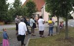 Im Hintergrund die Möninger Kirche