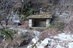 Lavatoio sul sentiero per il Rifugio Alpe Caviano