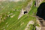 Percorriamo la strada che costeggia il Lago fino all'Alpe di Lucendro