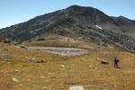 Arriviamo al Passo d'Orsirora 2528 m, di fronte il Pizzo dell'Uomo , l'ultima vetta per oggi