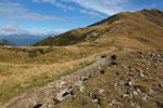 Deviamo a sinistra per l'Alpe di Montoia