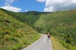 Dall'Alpe Rompiago scendiamo al posteggio seguendo la strada