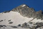 Pizzo di Lucendro, a sinistra si vede la traccia nella neve che conduce in cresta