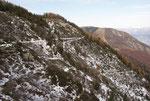 Il sentiero innevato che sale dall'Alpe di Neggia