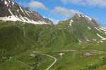 Alpe di Cruina e al centro la Capanna Corno Gries