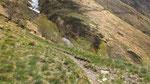 Affrontiamo la traversata, dal basso abbiamo visto dei nevai nelle vallette .....