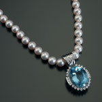 Akoyaperlen-Collier mit Aquamarin Brillant/Diamant-Anhänger, CHF 18'000, June 2012