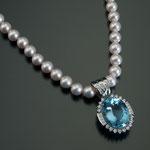 Akoyaperlen-Collier mit Aquamarin Brillant/Diamant-Anhänger, CHF 18'000, Juni 2012