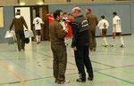 Silvio Mrohs im Gespräch mit dem St. Pauli Trainer Daniel Domingo