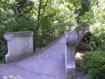 Brücke über die Pfrimm im Karl-Bittel-Park. (Bild: Karl Schröding)