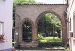 """""""Gotisches Portal"""" aus dem Jahre 1425 – ältestes Pfiffligheimer Bauwerk, früher Eingang zum Stephanusfriedhof und zur Stephanuskapelle (1141 erstmals erwähnt). (Bild: Anneliese Dauphin)"""