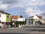 Ein kleiner Blick in die Geschäftswelt Pfiffligheims… (Bild: Anneliese Dauphin)