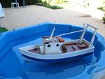 Et la première mise à l'eau:  permet de vérifier l'étanchéité de la coque Et l'assiette du bateau sur l'eau
