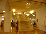 大木町図書情報センター 床をくりぬいてメイン階段新設