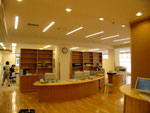 大木町図書情報センター 受付カウンター