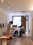 今回はcafe141店内の入り口土間部で作業しました