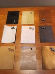 カードケース本体の革と、ポケットにする革、飾りカシメを選びます