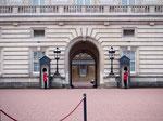 2泊3日でロンドンへお出かけ ロンドンで最初に訪れた場所はバッキンガム宮殿