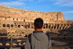 コロッセオの中に入ると そのスケールの大きさに ただただ驚くばかり