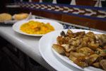 """グラナダで有名な""""Los Diamantes""""へ こちらのおすすめマッシュルームとガーリックの炒め物もただタパに♡"""