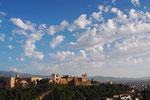 夕暮れ時のアルハンブラ宮殿 もう少し日が沈むまで眺めたかったけれど 移動に合わせてここまでに