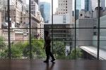 MoMAは建物の側面がガラス張りになっていて 開放感のある空間