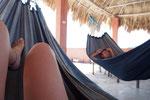 フローレス島で滞在した宿では屋上のハンモックに揺られてのんびり...しかもデニム素材でおしゃれ♡