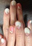 ピンクの指は淵をゴールドラメで囲いました✨