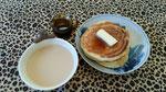 紅茶シロップをかけた「もちもちパンケーキ」とスパイスチャイ