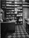 L'arrière-boutique de la librairie Montaigne à Bordeaux où Forton tapait ses nouvelles entre deux clients sur une vieille Underwood héritée de son père. Cliquez sur l'image pour l'agrandir.
