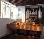 Orgelempore mit der großen Orgel (Ott 1955) und der Truhenorgel (Klop 2000)