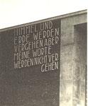Inschrift über dem Hauptportal